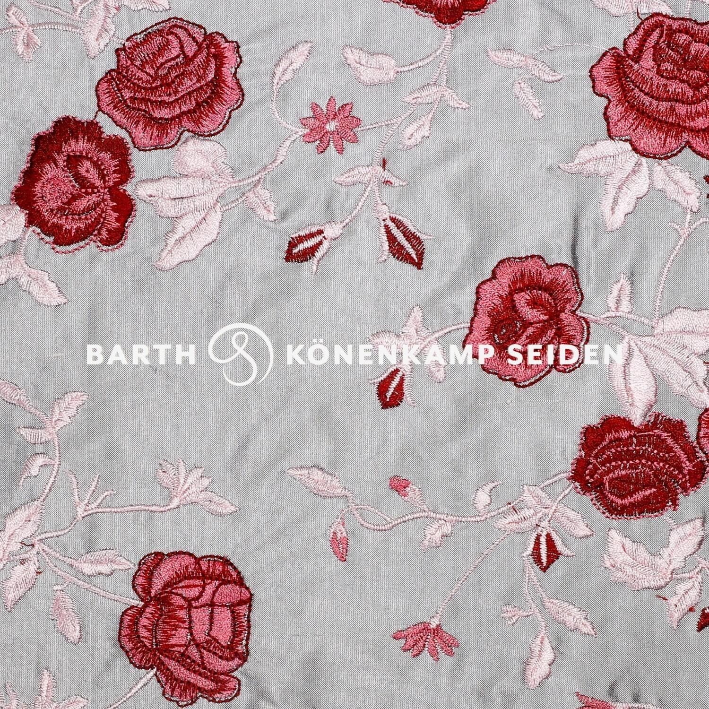 3090F-53 / Doupionseide mit Blumen bestickt
